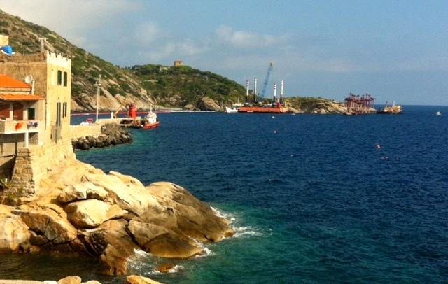 Il panorama di Giglio Porto senza la Concordia