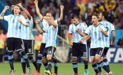 Mondiali 2014, i giocatori dell'Argentina esultano dopo aver battuto l'Olanda