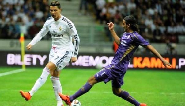 Real-Fiorentina, Aquilani contrasta Cristiano Ronaldo