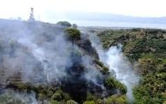 Toscana, emergenza incendi: nei boschi di Grosseto, Pistoia, Lucca e Lastra a Signa. E fiamme sotto il viadotto dell'Indiano, a Firenze