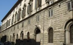 Firenze, scuola carabinieri: cadono calcinacci in via della Scala: transennata l'area