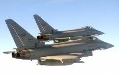 Grosseto: il ministro Pinotti ringrazia i piloti dei caccia pronti a intervenire per scongiurare eventuali attentati
