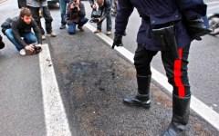 Arezzo, cosparge di alcol l'ex compagna e le dà fuoco in strada: è grave