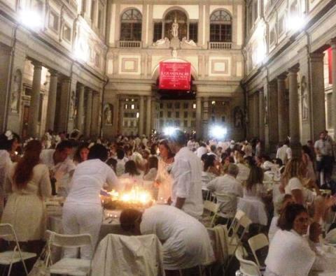 La Cena Bianca nel Cortile degli Uffizi