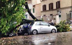 Maltempo: bomba d'acqua e grandine su Firenze. Tromba d'aria a Empoli. Danni in Versilia e Lucchesia