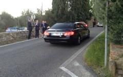 Matrimonio Carrai, il ricevimento  a Villa Corsini: gli sposi arrivano in Jaguar, la signora Renzi (da sola) sulla familiare bianca