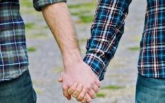Firenze: sì alla trascrizione dei matrimoni gay celebrati all'estero (ma il Pd si frantuma sul voto)