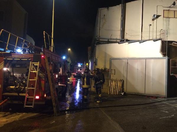 I pompieri hanno lavorato a lungo prima di spegnere l'incendio