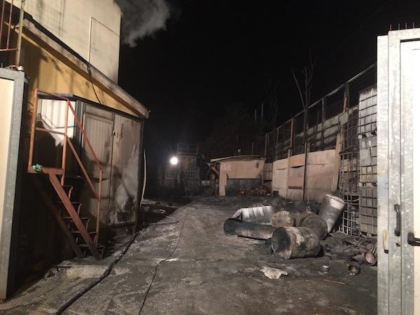 Il capannone dell'Industria Toscana Vernici distrutto dall'incendio