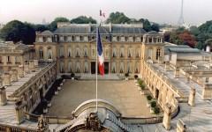 Parigi: in vista del ballottaggio fuoco di sbarramento contro Marine Le Pen e il FN