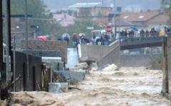 Maltempo, Carrara: straripa il Carrione, un morto e un disperso, famiglie evacuate, ferrovia Aulla- Lucca interrotta