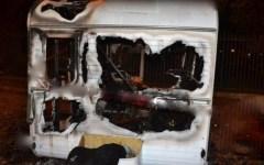 Livorno, a fuoco una roulotte abitata da un senzatetto