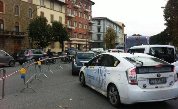 Viale Belfiore, a Firenze, completamente bloccato per effetto dei cortei intorno alle 11,30 di oggi 14 novembre