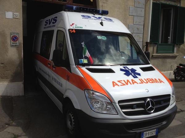 È intervenuta un'ambulanza del Svs Livorno ma per il giovane non c'era più niente da fare