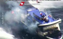 Rogo sul traghetto dalla Grecia, sbarcati a Bari 49 naufraghi. Tanti ancora da salvare a bordo