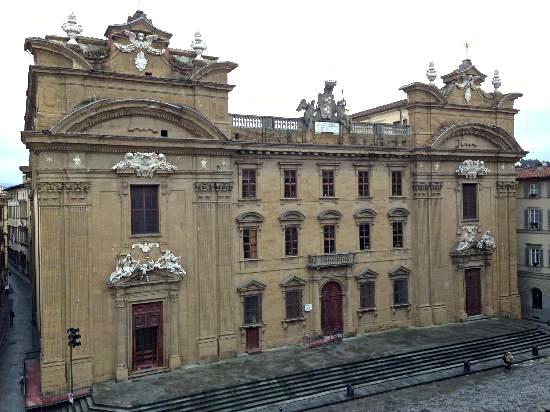 L'ex tribunale di piazza San Firenze: Zeffirelli lo ritiene ideale per la sua Fondazione, la scuola di musica e la scuola dell'arte dello spettacolo
