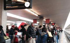 Firenze: ritardi e caos alla Stazione di Santa Maria Novella dopo l'attentato di Bologna all'Alta velocità. Antivigilia di Natale difficile ...