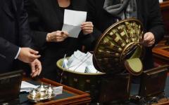 Quirinale, fumata nera alla prima votazione: il Pd indica Mattarella e Berlusconi s'infuria