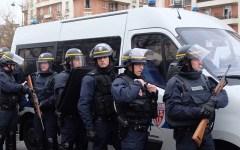 Parigi: nuovo assalto a Porte de Vincennes. Un terrorista spara e prende in ostaggio il proprietario di un negozio
