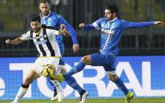 Empoli, sconfitta-beffa con l'Udinese: 1-2 Un cross di Widmer diventa gol. Segnano anche Di Natale e Saponara