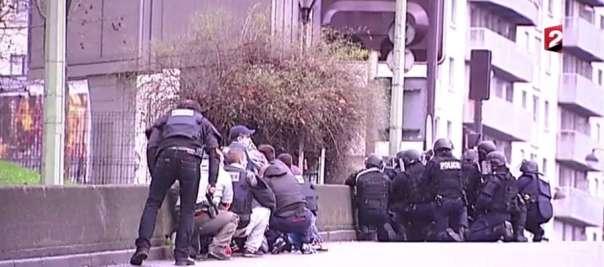 Forze di polizia nella zona dell'assalto