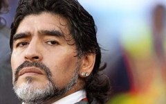 Fisco, Maradona scrive a Renzi: «Matteo da Equitalia salvami tu»