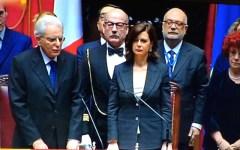 Mattarella ha giurato da presidente: «Sarò arbitro imparziale ma i giocatori siano corretti» (VIDEO)