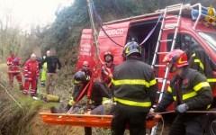 Firenze, paura per un ottantenne caduto in un dirupo. Salvato dai Vigili del Fuoco