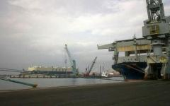 Porto di Livorno, incidente sul lavoro: operaio ferito da una lastra di metallo