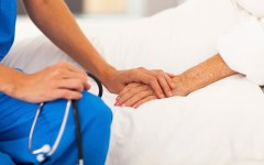 Eutanasia, l'Associazione dei medici cattolici: c'è differenza fra dare la morte e consentire di morire