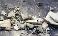 Firenze, tragedia sfiorata in Borgo Ognissanti: medaglione di pietra di 40 chili si schianta al suolo