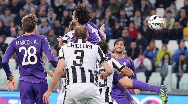 La Fiorentina pressa, la Juve fa muro e si salva: colpendo poi nelle ripartenze