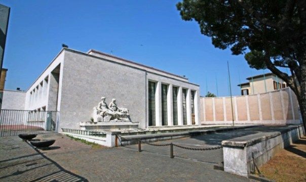 La Palazzina Reale del Michelucci dietro la stazione