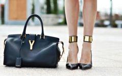 Sesto Fiorentino, rubate 200 borse Yves Saint Laurent da un laboratorio