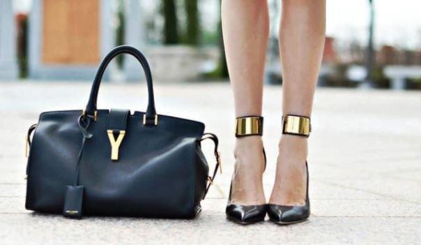 Un tipo di borsa del marchio Yves Saint Laurent