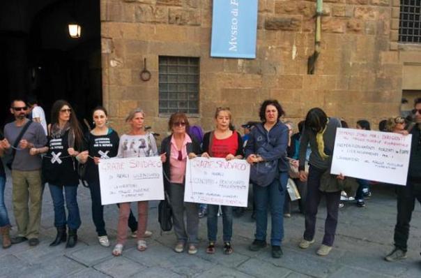 La protesta dei lavoratori del Maggio licenziati, da riassorbire in Ales