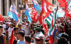 Volterra, Primo Maggio: chiude la fabbrica Smith. In mille al corteo di protesta