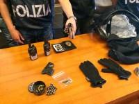 Parte degli strumenti utilizzti per le rapine recuperati dalla Squadra Mobile