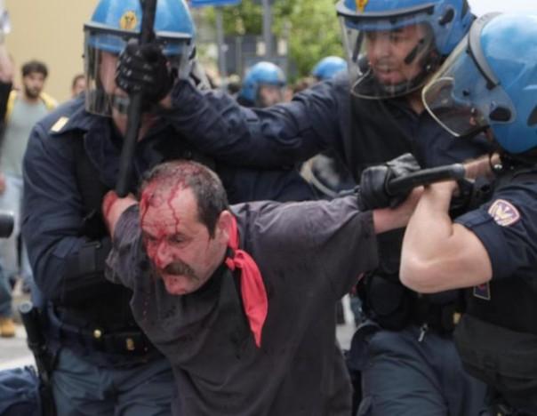 Un uomo rimasto ferito a seguito degli scontri tra manifestanti di sinistra e forze dell'ordine durante il comizio elettorale del segratario federale della Lega Nord, Matteo Salvini, a Massa (Massa Carrara), 16 maggio 2015. ANSA/RICCARDO DALLE LUCHE