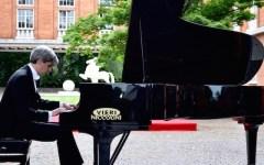 Francesco Attesti in concerto all'Aeronautica, con note di pianoforte a «volo radente» (Video-Foto)
