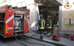 Firenze, va a fuoco una friggitoria. Paura in San Lorenzo