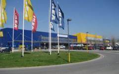 Firenze, furto con spaccata all'Ikea: ladri in fuga con il bancomat