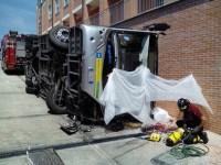 Il bus dopo in tragico ribaltamento a Pisa