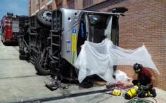 Pisa, si ribalta bus dentro l'ospedale: 1 morto e 10 feriti