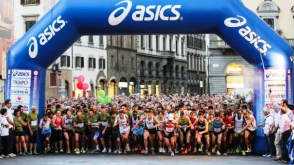 Notturna di San Giovanni 2014, la partenza (foto dal Facebook di Firenze Marathon)