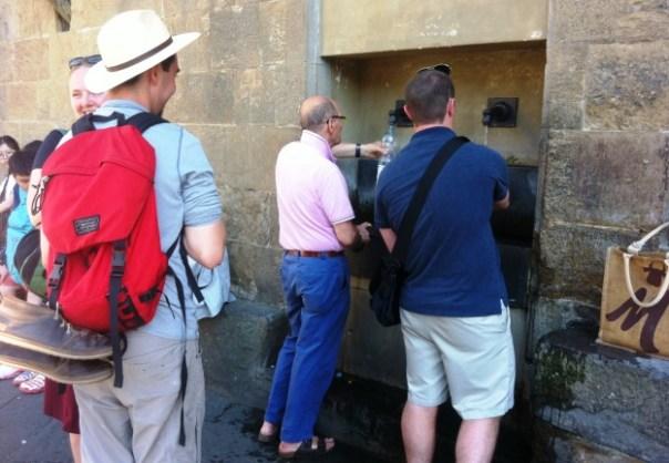 Piazza Signoria, il fontanello di acqua pubblica