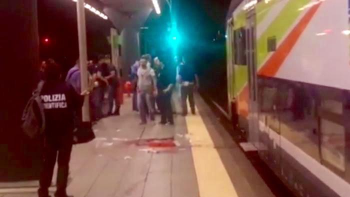La scena dell'aggressione del ferroviere alla stazione di Villapizzone (Milano)