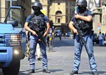Agenti della squadra antiterrorismo della polizia