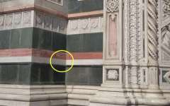 Firenze, Duomo: turista tedesco incide una scritta sulla facciata. Fermato e denunciato