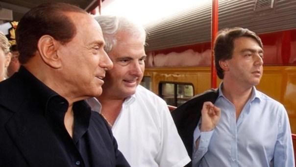 Berlusconi (sin) e Lavitola (dx)